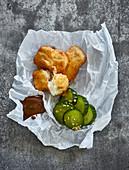 Backfisch mit Gurkenpickle und Malt-Mayonnaise