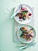 Gebratene Makrelenfilets mit Rote Bete und Fenchel