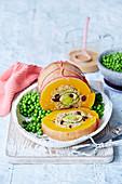 Veganer Butternuss 'Braten' mit Erbsen und Gravy
