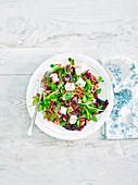 Getreidesalat mit Blattsalat und Feta