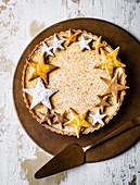Weihnachtlicher Eggnog-Kuchen mit Sternendekoration