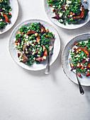 Wintersalat mit geröstetem Kürbis, Grünkohl und Kichererbsen