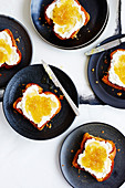 Toast mit Ricotta und hausgemachter Ananasmarmelade
