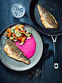Seebarsch mit Rote-Bete-Creme und Gemüsestreifen