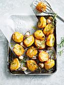 Ofengeröstete Kartoffeln mit Rosmarin und Knoblauch