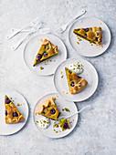 Bakewell Tart mit Pistazien und Kirschen