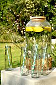 Flavoured Water mit Zitronen