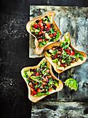 Tortilla Bowls mit Salat (Mexiko)