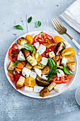Caprese-Salat mit Croutons