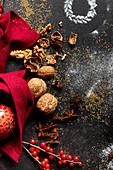 Stillleben mit Zutaten für die Weihnachtsbäckerei