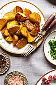 Bratkartoffeln mit Petersilie als Gemüsebeilage