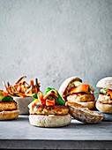 Thailändische Lachsburger mit würzigen Süßkartoffelpommes
