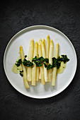 Fried white asparagus with wild garlic