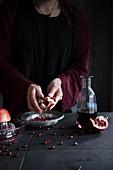 Granatapfelkerne auslösen