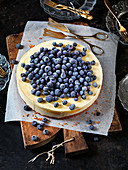 Cheesecake with blueberries and lemon curd