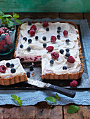 No bake cheescake, blueberries, raspberries and mint