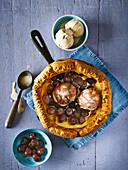 Yorkshire Pudding Pfannkuchen mit Brandy-Kirschen