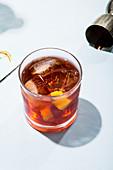 Negroni-Cocktail mit Campari, Gin und Vermouth Rosso