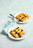 Apple pie tray bake with raisins