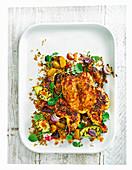 Sticky Chicken mit gegrillter Avocado und Rote-Bete-Salat