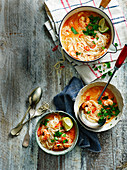 Laksa-Curry-Bowl mit Garnelen
