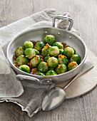 Cavolini in agrodolce con uvetta (sweet-and-sour Brussels sprouts, Italy)