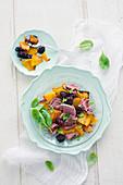 Rindfleisch-Kürbis-Salat mit Brombeeren und Babyspinat