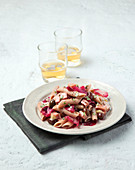 Spelt pasta with a radicchio sauce and olives