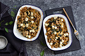 Pasta bake with chicken, sun-dried tomatoes, spinach and feta