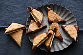 Nut corners with chocolate points