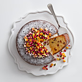 Almond cake with oranges and dates