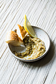 Aubergine caviar with lemon