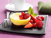 Mini cheesecake with fresh berries