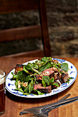 Nahm-Dtok-Salat mit Aged Ribeye Steak (Thailand)