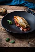 Calamari mit Spinat-Ricotta-Füllung und Tomatensauce
