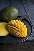Aufgeschnittene reife Mango