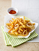 Chips with fried onion rings and paprika-chilli powder