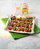 Gratinated mussels and tomatoes with flavoured crumbs