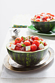 Wassermelonensalat mit Salami, Feta und Pfefferminze