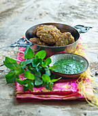 Lentil patties with mint sauce (India)
