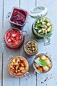 Schnelle Kühlschrank-Pickles - Gurke, Radieschen, Bohnen, Rote Bete, Zwiebeln und Karotten