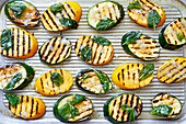 Gegrillte Zucchinischeiben mit Minze