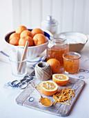 Selbstgemachte Orangenmarmelade mit Orangenzesten