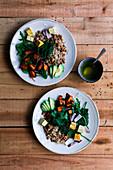 Linsenreis mit Tofu, Süsskartoffeln, Avocado, Zwiebeln und Kräuter