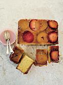 Upside Down Cake mit Apfel, Pflaume und Mandarine