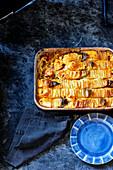 Domino-Kartoffel-Pie mit Kabeljau, Garnelen und Chorizo
