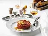 Beef Tatar mit Röstzwiebeln