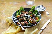 Roast potates with halloumi, lentil and romaine lettuce