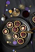 Rote-Bete-Rotkohl-Tarteletts zu Weihnachten