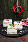 Cheesecake slices with cranberries